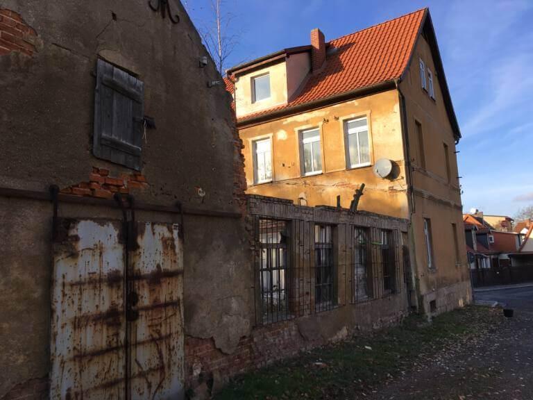 Ballenstedt Kügelgenstraße hinten Mauer Alt